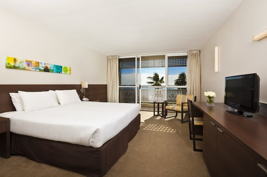 Holiday Inn Cairns Harbourside