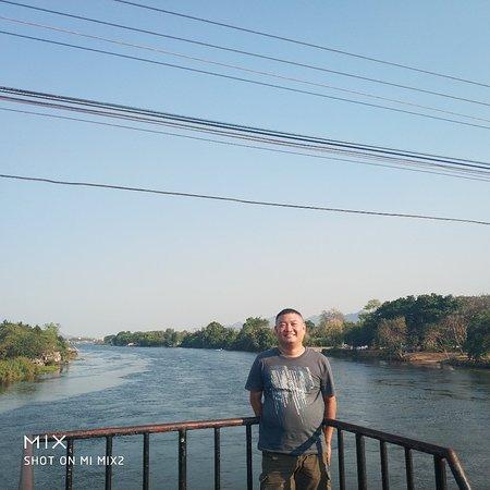 Provinz Kanchanaburi, Thailand: 今天從曼谷騎摩托車來北碧府,四個小時