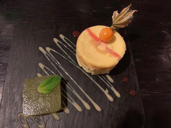 Le Petit Bistro: Petit gâteau au fromage et sa gelée au concombre