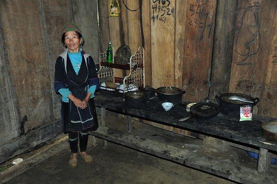 Cucina in una capanna nel nord del Vietnam, verso il confine cinese.