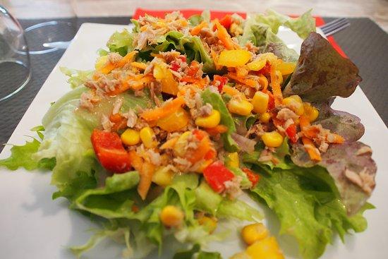 Agnin, فرنسا: Salade composée.