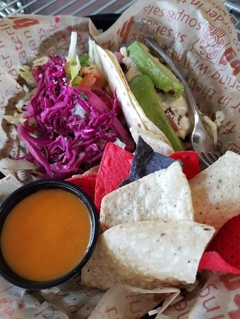 Negaunee, มิชิแกน: Tacos with chips and Border Salsa