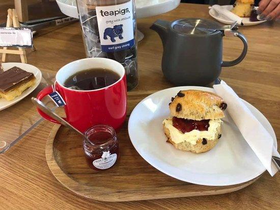 Lincolnshire, UK: Tea and scone