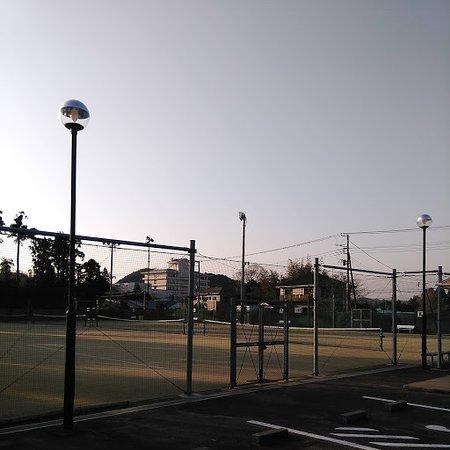 勝浦市の中心部からは少し離れています。