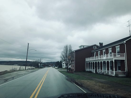 Cloverport, Kentucky: Nothing FANCY, except the FOOD & SERVICE !!!