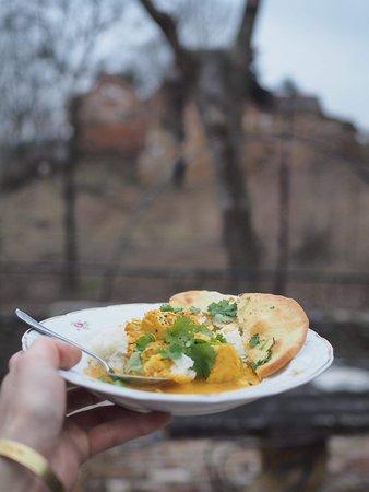 Wlen, Polen: chlebki Nan z jajeczniczką curry