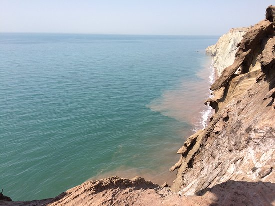 Hormozgan Province, Iran: when the beach is painting the sea in Qishm island.