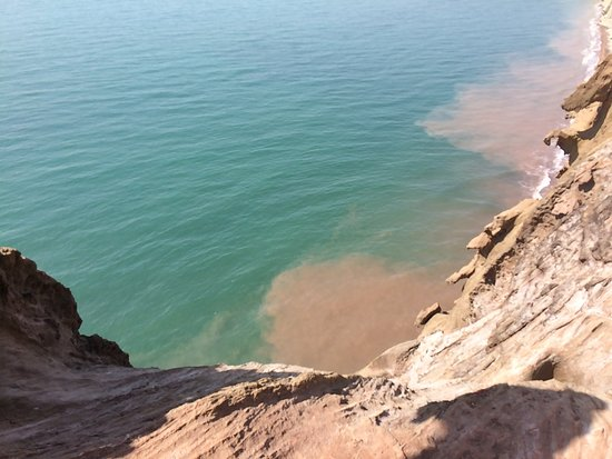 Hormozgan Province, Iran: How the beach is painting the sea!   Qishm island