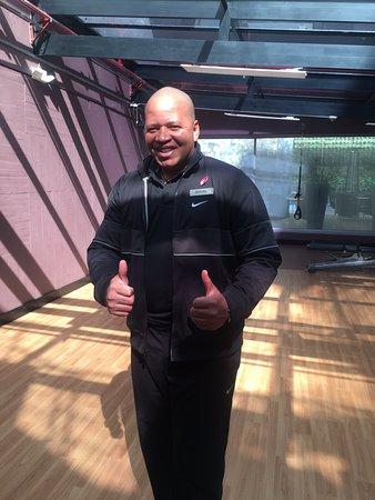 El mejor entrenador en la sala fitness!