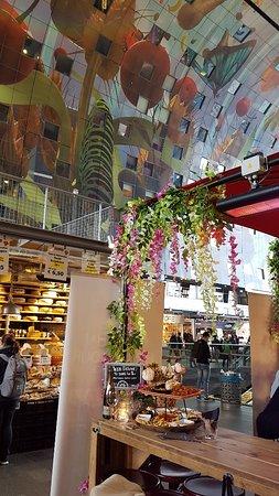 Tafel bij Obba's Foodbar met een voorbeeld van de Mezze de Luxe schotel voor 2 personen.