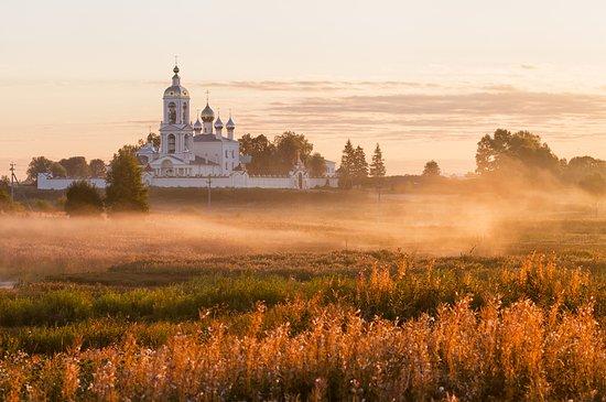 Ivanovsky District, Rosja: Село Погост Крест,  мужской монастырь Животворящего Креста Господня на рассвете