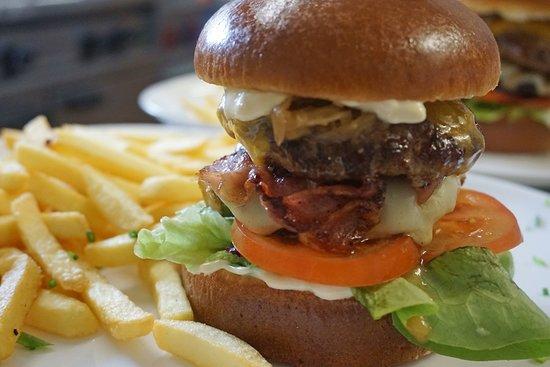 Wittnau, גרמניה: Burgblick Burger Spezial mit Pommes Frites