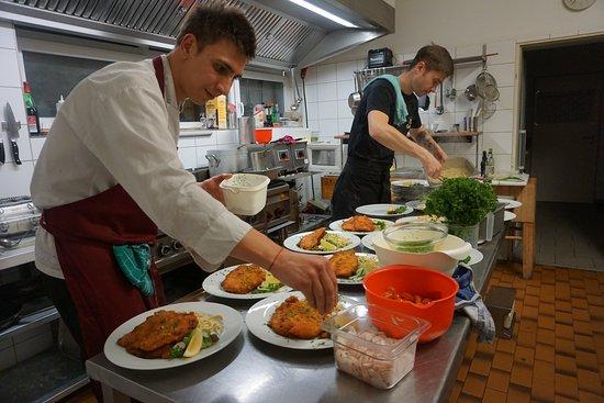 Wittnau, เยอรมนี: Unser Küche läuft schon auf Hochtoren Alles hausgemacht und super lecker