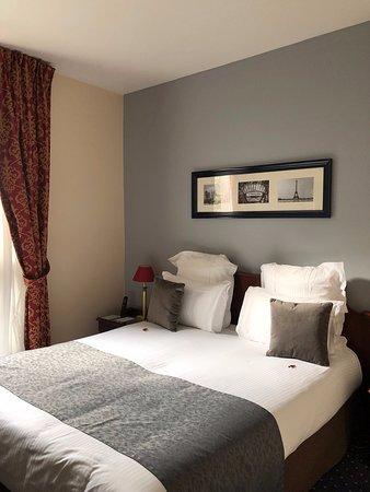 Camera 104 - letto comodo e bello con muro ben rifinito e ...
