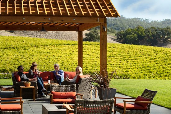Geyserville, CA: Robert Young Scion House Tasting Room, back terrace