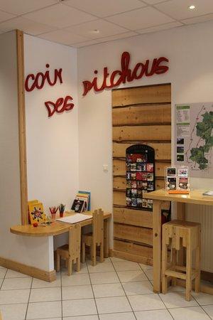 Office de Tourisme du Pays de Saint-Amour: Vue intérieure  de l'office de tourisme