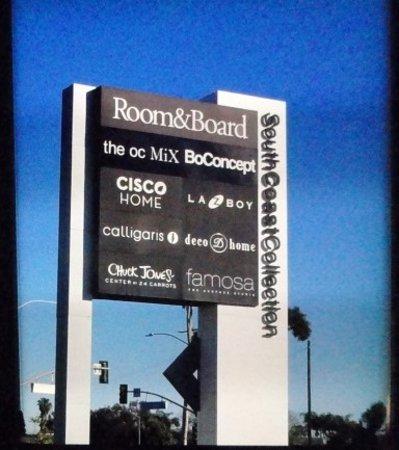 Costa Mesa, CA: signage