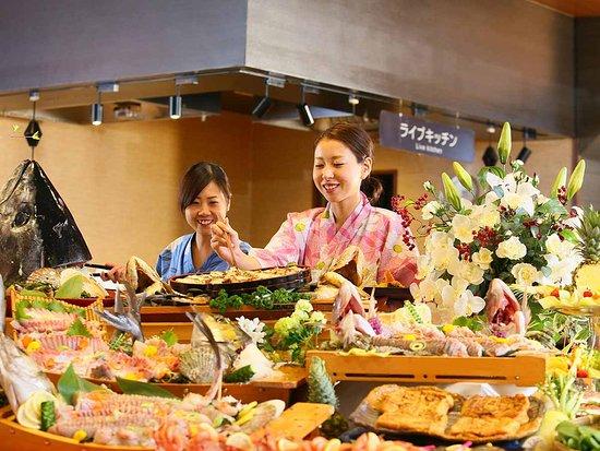 夕食バイキングには福井県の名産コーナーをご用意!厚揚げ、鯖街道等々、地元名産をご賞味ください。