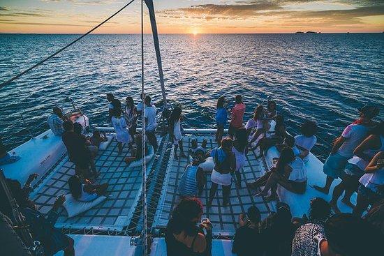 Oceanbeat Ibiza catamaran bij ...