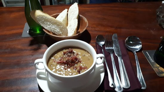 Brufut, Gambia: Starter of homemade Bacon & Lentil soup