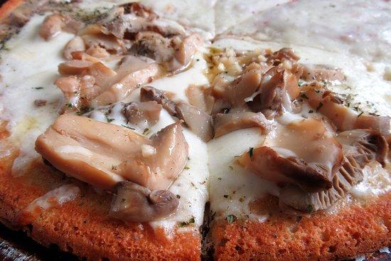 Cauliflower Crust Pizza with Mushroom