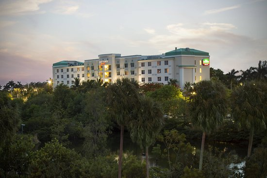 Courtyard by Marriott Fort Lauderdale Airport & Cruise Port Hotel