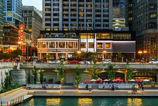 Good Location Accessible To Navy Pier Many Restaurants