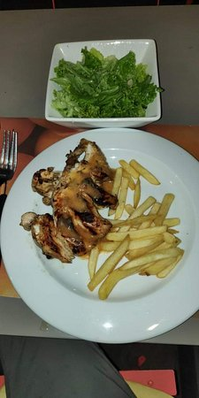 Pereybere : Chicken fillet grilled with French Fries and lettuce salad