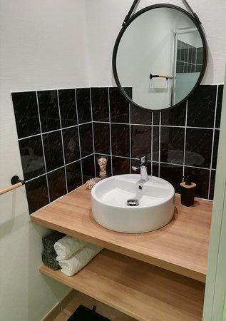 """Sollacaro, France: salle de bain de la chambre """"la Zinzala"""""""