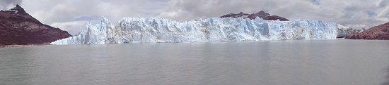 Los Glaciares National Park, Argentina: De tempos em tempos um bloco de gelo se desprende e é um espetáculo.