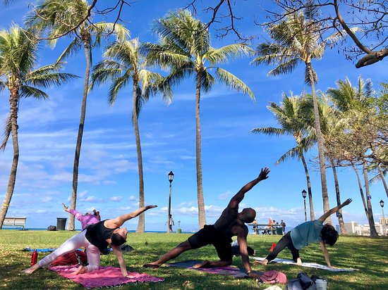 Beach Sunset Yoga Hawaii - Waikiki