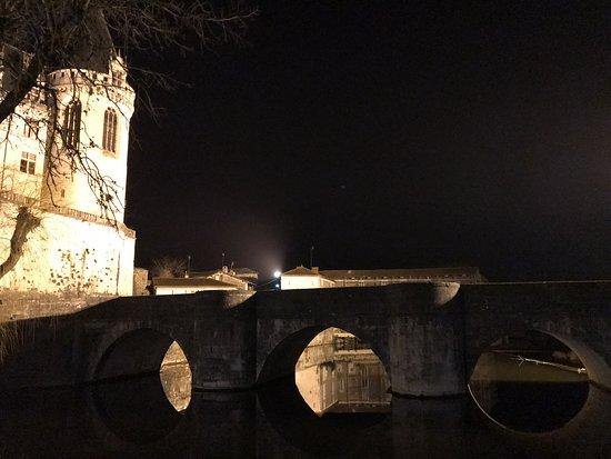 Le château de La Rochefoucauld et le pont sur la Tardoire