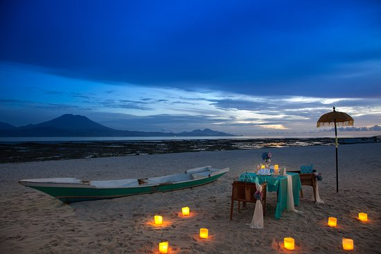 Romance under the stars! Chat with our team about arranging a special dinner for your sweetheart 😍
