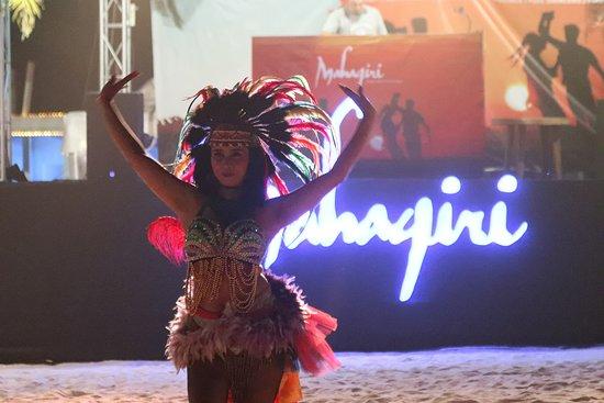Mahagiri Resort: Flashbacks to NY beach party... who wants more parties on the beach?!