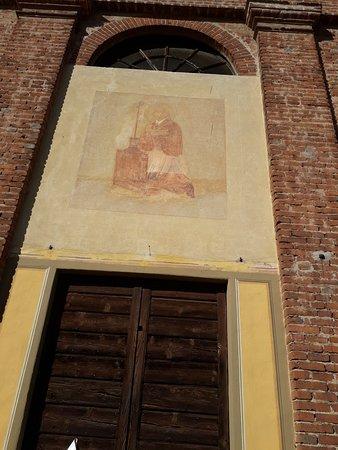 Cassolnovo, Italia: Affresco sulla facciata