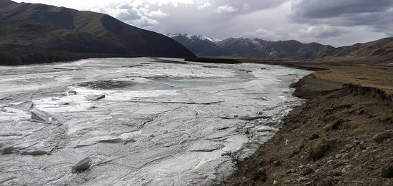 Maqu County, Китай: This is the frozen Yellow River at Machu County in Gansu Province west China this winter. We started the Tibetan New Year Festival Tour From Xining, drive all the way down to Southern Province of Sichuang, covers more than 2000km.