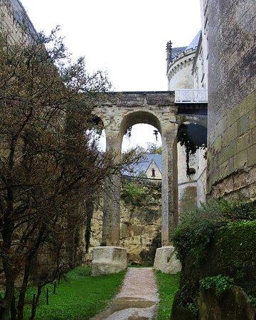 Breze, Francia: El enorme foso del Château de Brézé en el Valle Del Loira. El más profundo de toda Europa.