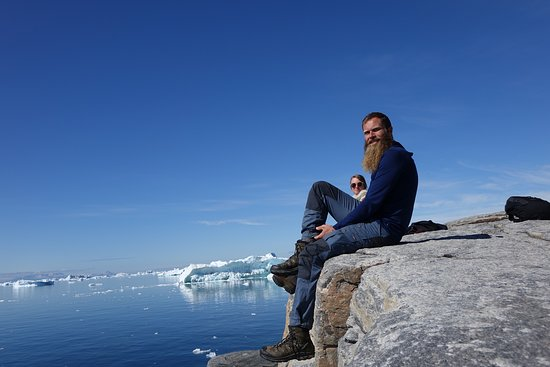 Ilulissat, Grønland: Whale and iceberg spotting while taking a break on one of our hikes