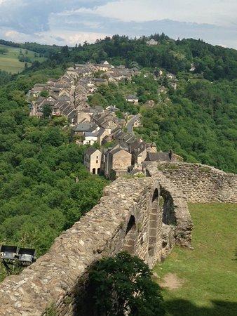 Najac - forteresse sublime village de l'Aveyron Flâner dans ses ruelles pavées et avoir une vue sur sa forteresse...