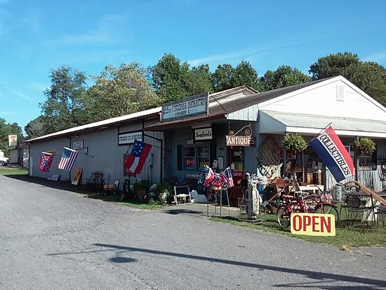Rhoadesville, VA: 2000+ sq ft antique shop.  Someth8ng for everyone.  Civil war relics and re-enactment items also.  Opened Summer 2017, 40+ yrs experience.