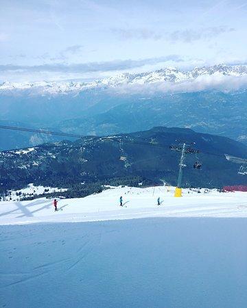 Monte Bondone, Италия: Giornata fantastica per chi vuole sciare e si trova a Trento o dintorni. L'organizzazione è perfetta, dal nolo sci-scarponi, skipass (economico), piste perfettamente tenute, impianti di ultima generazione .... assolutamente da provare!
