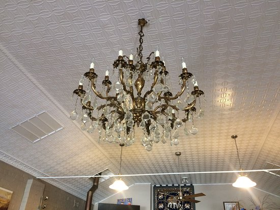 Tenterfield Viet-Thai Lic.Restaurant is also a place for Cultures and Learning to observe. For example, this genuine french chandelier.