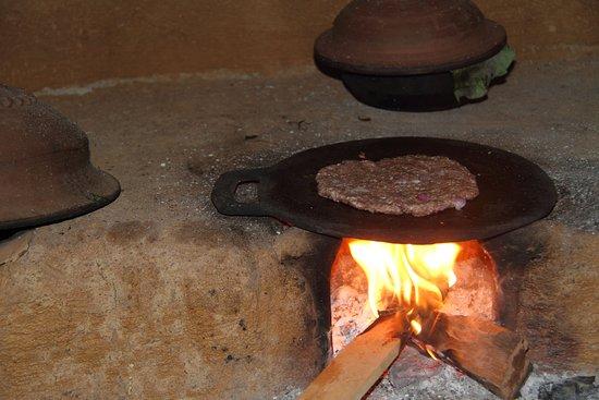 Ingiriya, Σρι Λάνκα: Makeing Srilankan style Rottie!!