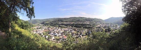 Blick vom Kneipp-Becken auf Fachbach und Nievern