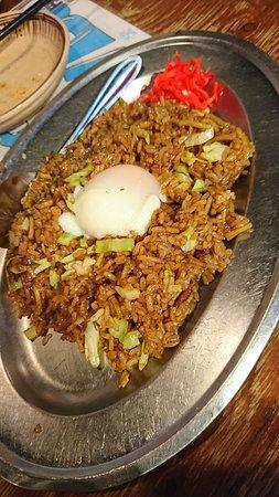 Gotochi Sakaba Hinode Yokochou Fujihachi Shouten: そばめしに意外と温泉卵が合います