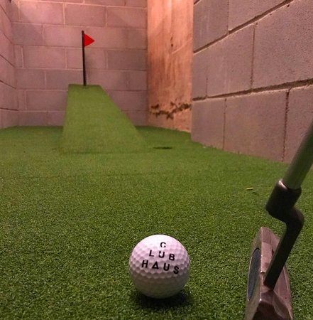 Clubhaus : Minigolf in the toilets