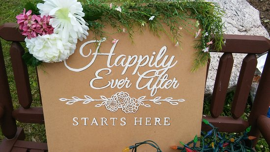 Footprints can host gatherings and weddings of up to about 100 guests.