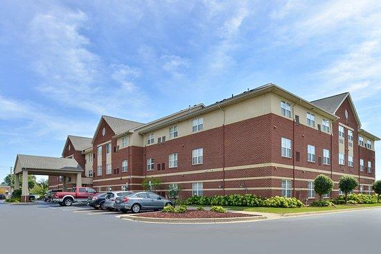 Holiday Inn Express Suites Southfield C̶ ̶1̶4̶6̶ C 116