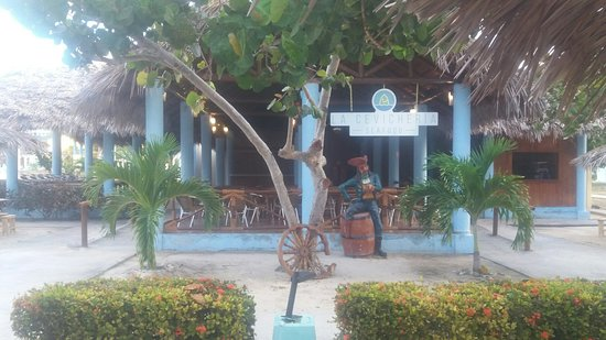 Fiesta Americana Holguin Costa Verde: sea food restaraunt by the beach also this is the disco area open until 2 am