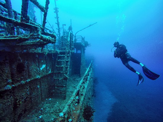 Excellent wreck diving opportunities diving around St. Eustatius.  Here is the Chien Tong